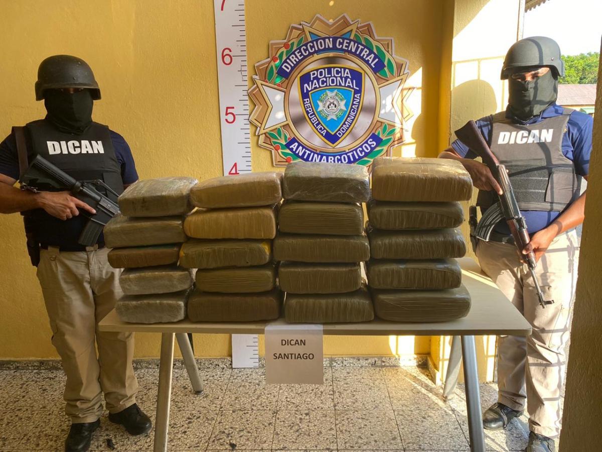 Policía Nacional asesta duro golpe al microtráfico de drogas en Santiago tras incautar a través de la DICAN 21 pacas demarihuana