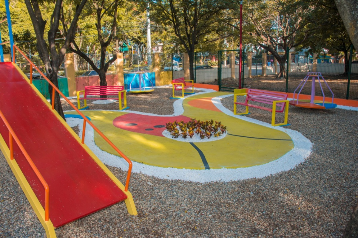 Alcalde Abel Martínez entrega parque infantil en la comunidad La Otra Banda con fondos del presupuestoparticipativo