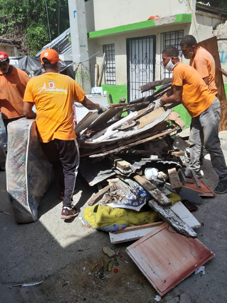 Alcaldía Santiago realiza exitoso operativo anti corotos en barrios populosos; retira unas 1,300toneladas