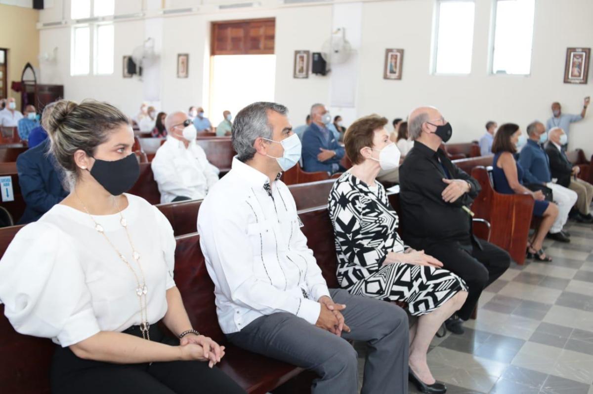 Ofician misa en Santiago por el 38 aniversario muerte expresidente AntonioGuzmán