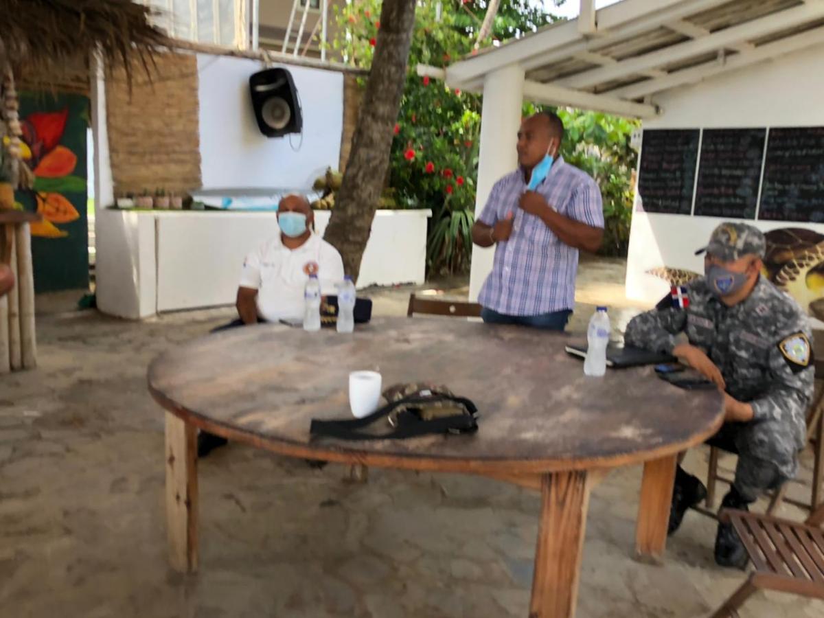 Alcalde Freddy Cruz sostiene encuentro con jefes de Cestur, policía nacional y representantes acuáticos de Cabarete para tomar medidas contra elCovid-19
