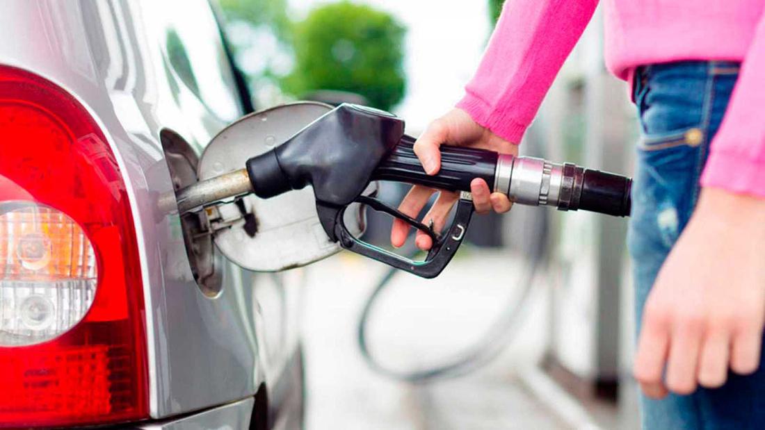Gobierno sube y baja precios de los combustibles en semana deelecciones