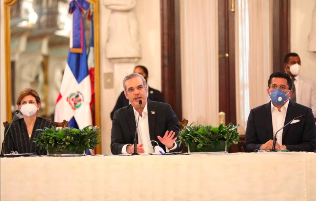 Abinader anuncia un amplio plan de medidas para favorecer la recuperación delturismo
