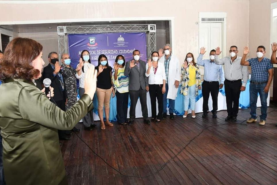 Juramentan en Villa González, Navarrete y Tamboril miembros de las Mesas Seguridad Ciudadanía yGénero