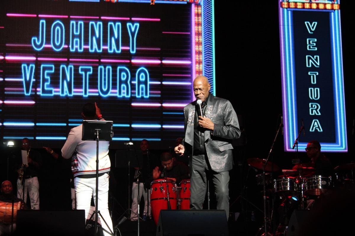 Johnny Venturaultima detalles para celebrar Día del Merengue y de Acción de Gracias con conciertovirtual
