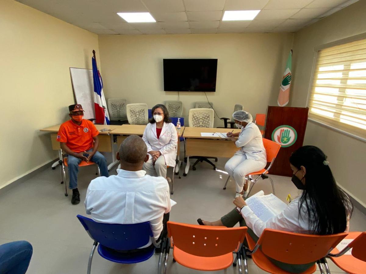 Dirección Hospital Arturo Grullón y Defensa Civil coordinan capacitación de personal en casofortuito