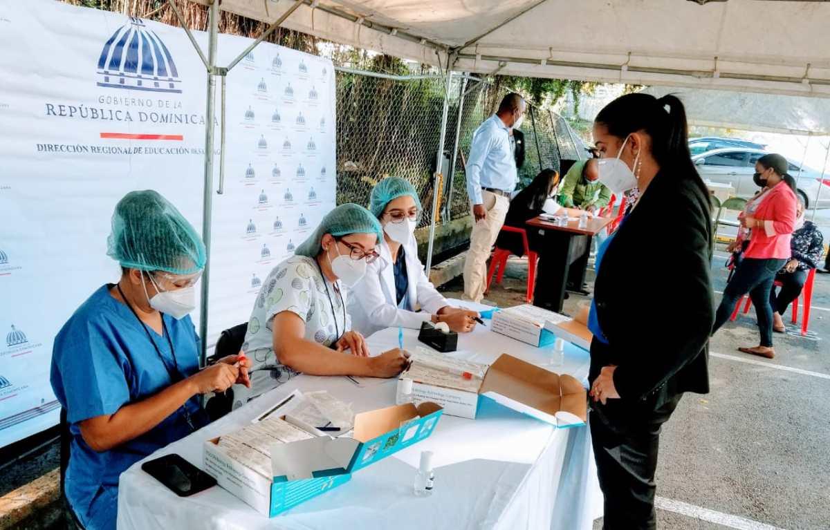 Regional 08 educación inicia jornada pruebas PCR enSantiago