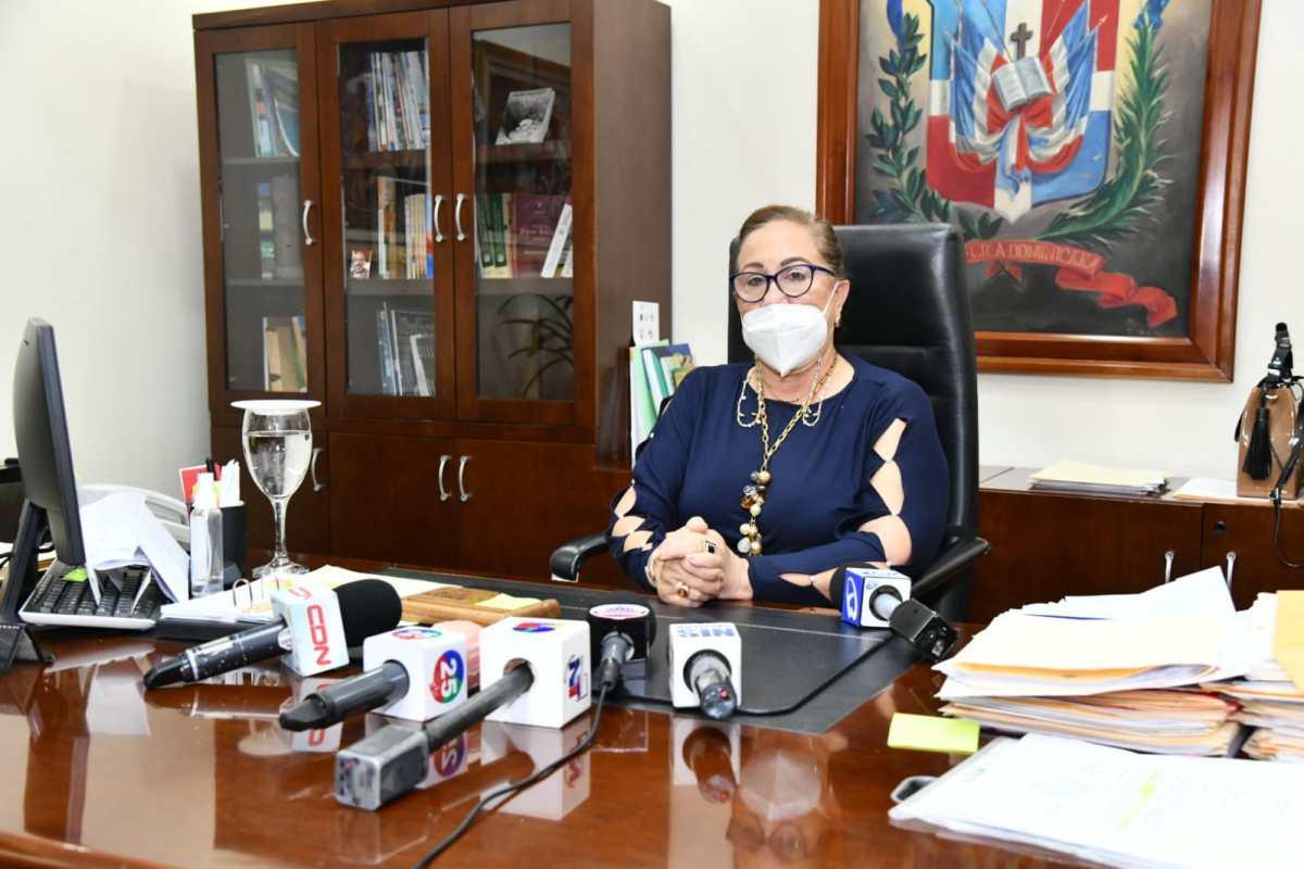 Gobernadora Rosa Santos solicita a comunitarios de Canca La Reyna tiempo para canalizarsoluciones