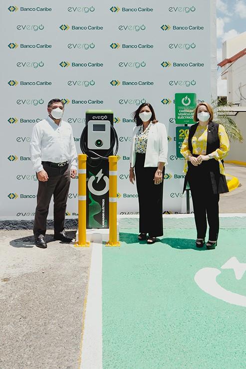 Banco Caribe inaugura en Santiago segunda estación de carga Evergo para vehículoseléctricos