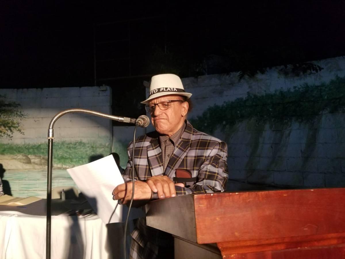 """""""Poemas en llamas"""" el nuevo libro del poeta NelsonCerda"""