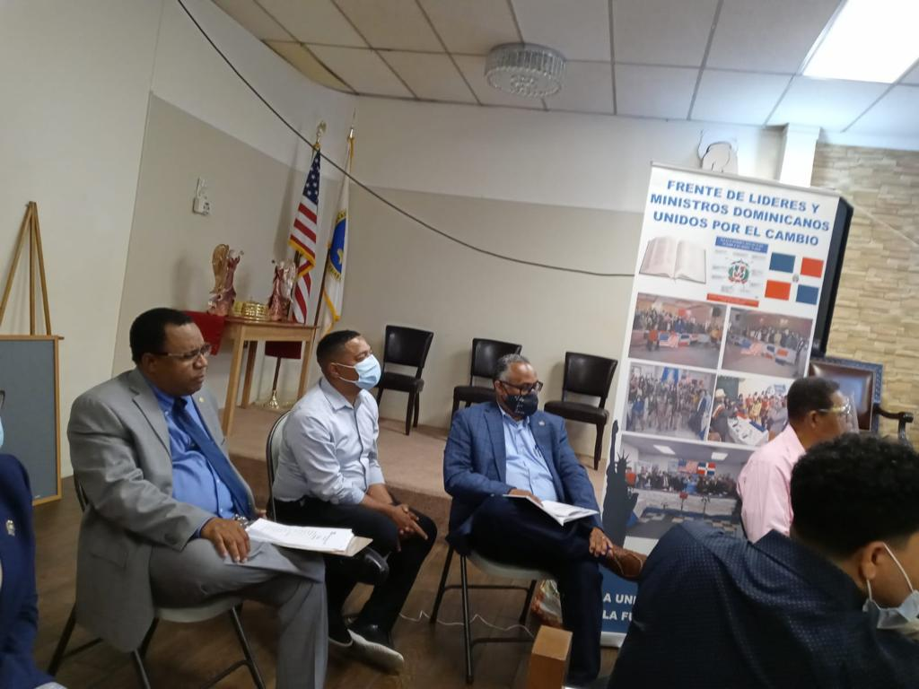 El doctor Eliu A. Lara se reúne con su equipo de campaña, quienes aseguran que la victoria en el distrito 18 del Bronx seráarrolladora