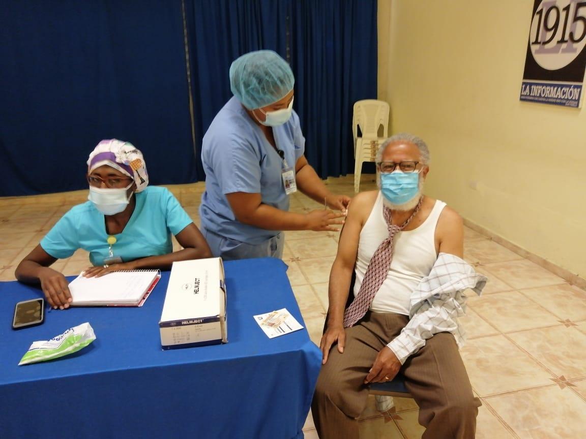 Tercera dosis protegerá población de 24 variantes circulan enDominicana
