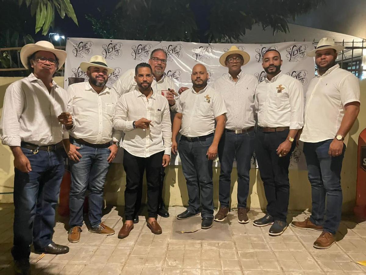 Entre humos, notas musicales y cuentos Yeye Cigars celebró el día de lospadres