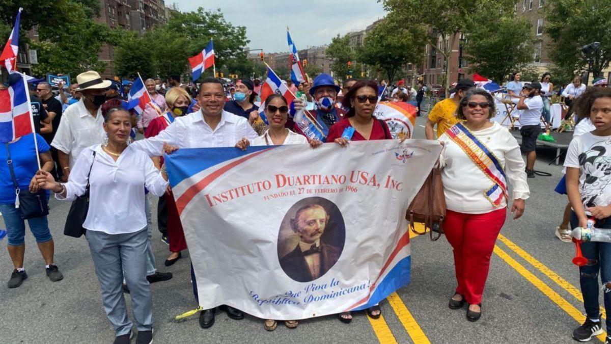 Dominicanos celebran en grande el Día del Padre Con La Gran Parada delBronx