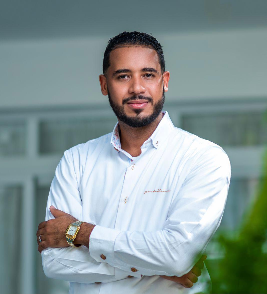 Rodney R. Brito SantosEspecialista en derecho inmobiliario & negocioscorporativos