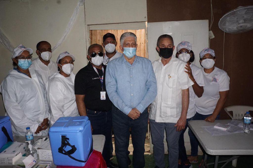 Eduardo Estrella participa Jornada de VacunaciónSantiago
