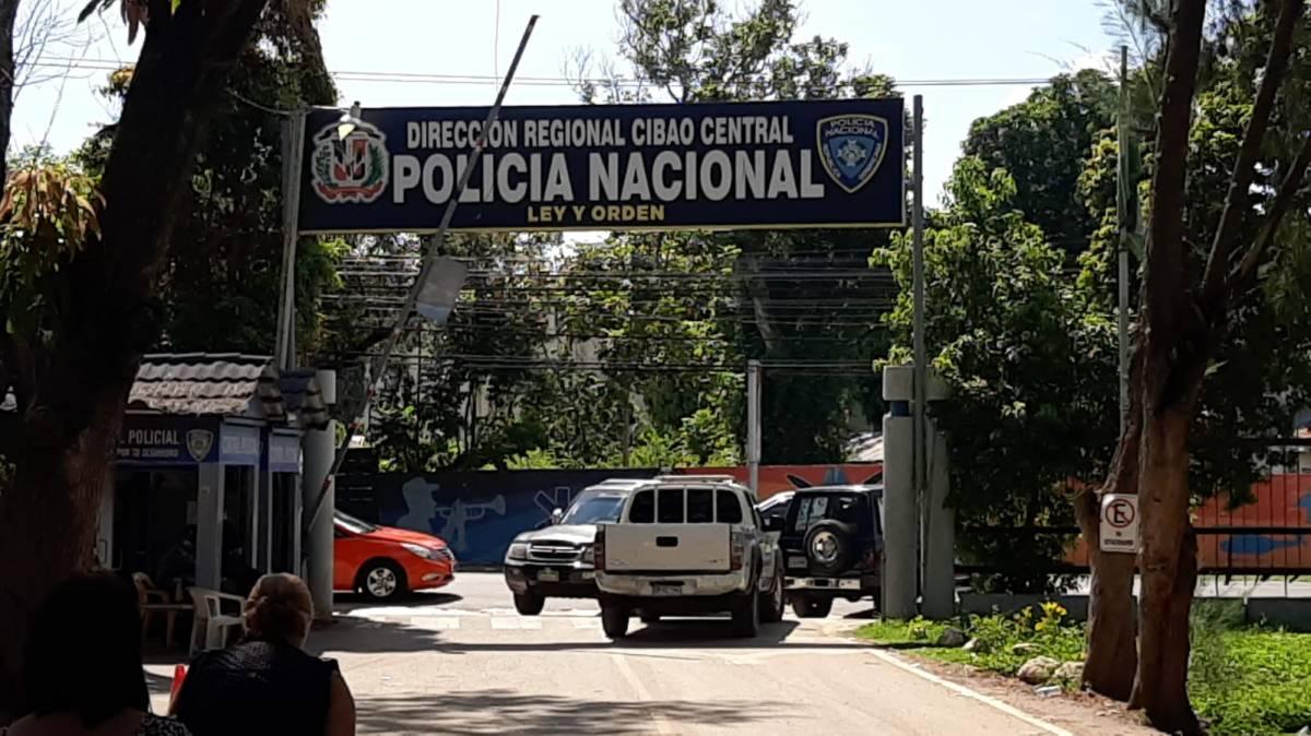 Policía Nacional apresa 4 hombres minutos después de cometer asalto; les ocupan un arma de fuego sin documentos, otra de juguete y recupera objetossustraidos