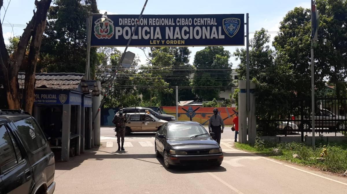 Policía recupera vehículo, ocupa droga y apresa tres personas en hechos separados en Moca ySantiago
