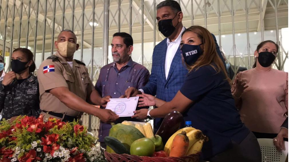 Cónsul Dominicano en Nueva York entrega 600 chalecos antibalas a seguridad presidencial, P.N. yDNCD