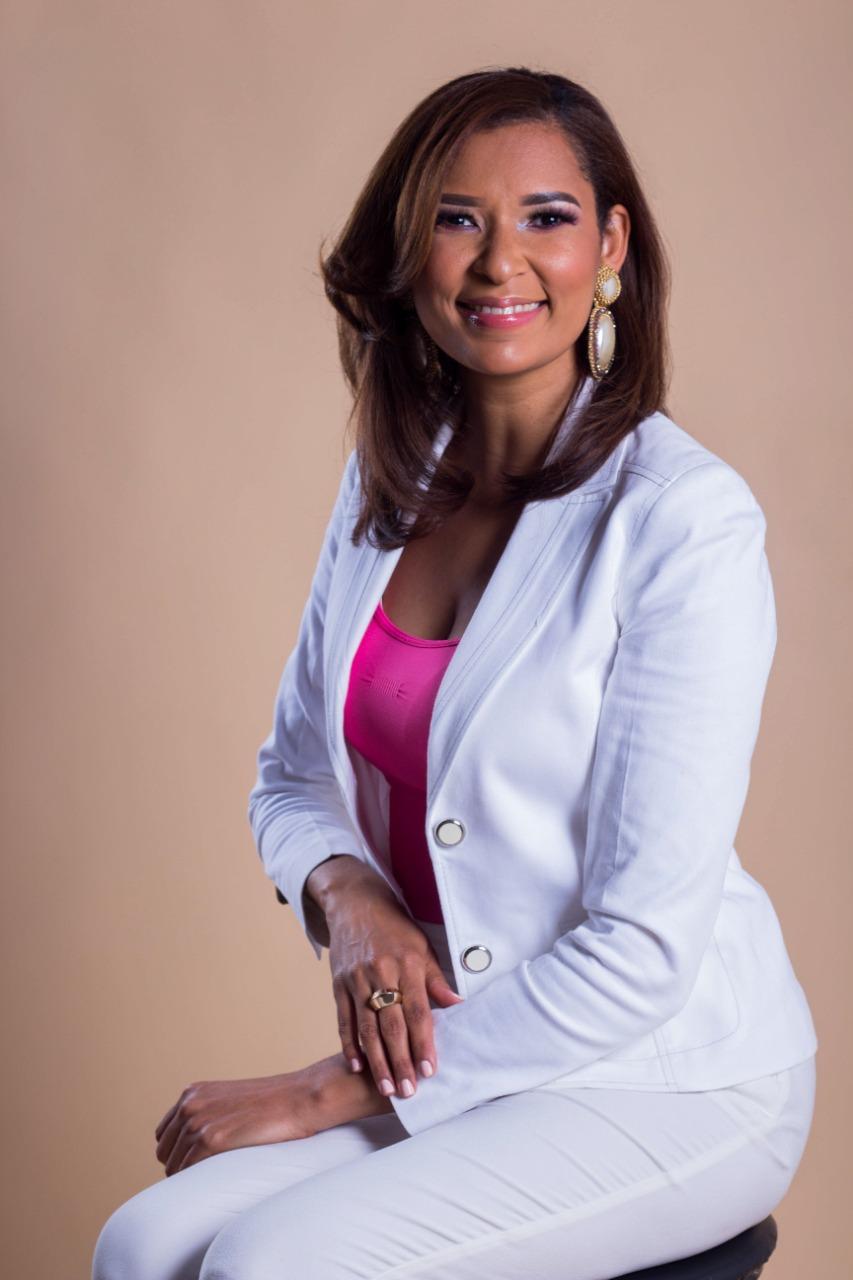 Comunicadora Erika Oviedo electa presidenta nacional deADOCOC